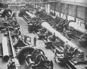 The manufacture of battleship gun barrels at Coventry.